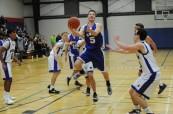Zápas studentů v basketbalu, St. Michael's University School ve Victorii, Britská Kolumbie, Kanada