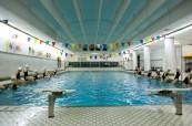 Škola má kromě jiného také vlastní bazén, The Bishop Strachan School, Toronto, Kanada