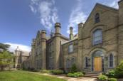 Soukromá střední škola pro dívky Trafalgar Castle School, Whitby, Ontario, Kanada