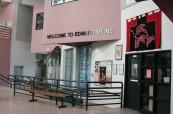Vnitřek školy Edward Milne Community