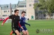 Studenti si mohou vybrat z různých mimoškolních aktivit, Albert College v Belleville, Ontario, Kanada