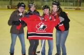 Studenti při hokejovém dnu