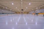 Vlastní ledová plocha pro hráče hokeje, střední soukromá škola St.John's-Ravenscourt ve Winnipegu v Manitobě, Kanada