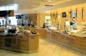 Školní jídelna, kde mají studenti zajištěné stravování, soukromá střední škola King's-Edgehill ve Windsoru, Nové Skotsko, Kanada