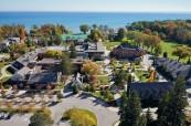Kampus soukromé střední školy Appleby College se nachází hned na břehu jezera Ontario