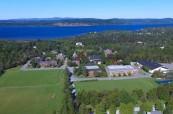 Letecký pohled na kampus střední soukromé školy Rothesay Netherwood School v Rothesay, Nový Brunšvik