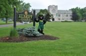 Maskot střední soukromé školy Albert College v Belleville, Ontario, Kanada