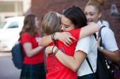 Na škole vznikají přátelství, která trvají mnohdy po celý život, Branksome Hall, Toronto, Ontario, Kanada