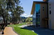 Krásné prostředí soukromé střední školy Brentwood College, Mill Bay, Kanada
