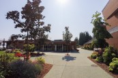 Prostory kampusu střední soukromé školy Brentwood College v Mill Bay v Kanadě