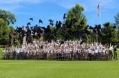 Studenti během závěrečné ceremonie, Trinity College School v Port Hope, Ontario, Kanada