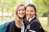 Studentky střední soukromé školy Ridley College, St. Catharines, Ontario, Kanada