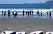 Studenti se učí surfovat