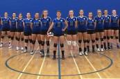 Holčičí volejbalový tým střední soukromé školy St. Michael's University School ve Victorii, Britská Kolumbie, Kanada