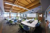 Vybavení střední soukromé školy je moderní a vše je zařízeno velice účelově, Brentwood College, Mill Bay, Kanada