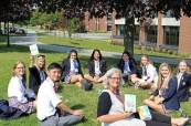 Za pěkného počasí může studium probíhat také venku, Trinity College School v Port Hope, Ontario, Kanada