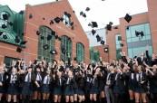 Závěrečná ceremonie úspěšných studentů střední soukromé školy St.John's-Ravenscourt ve Winnipegu v Manitobě, Kanada