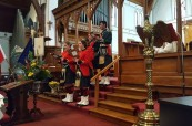 Sborový zpěv studentů, soukromá střední škola King's-Edgehill ve Windsoru, Nové Skotsko, Kanada